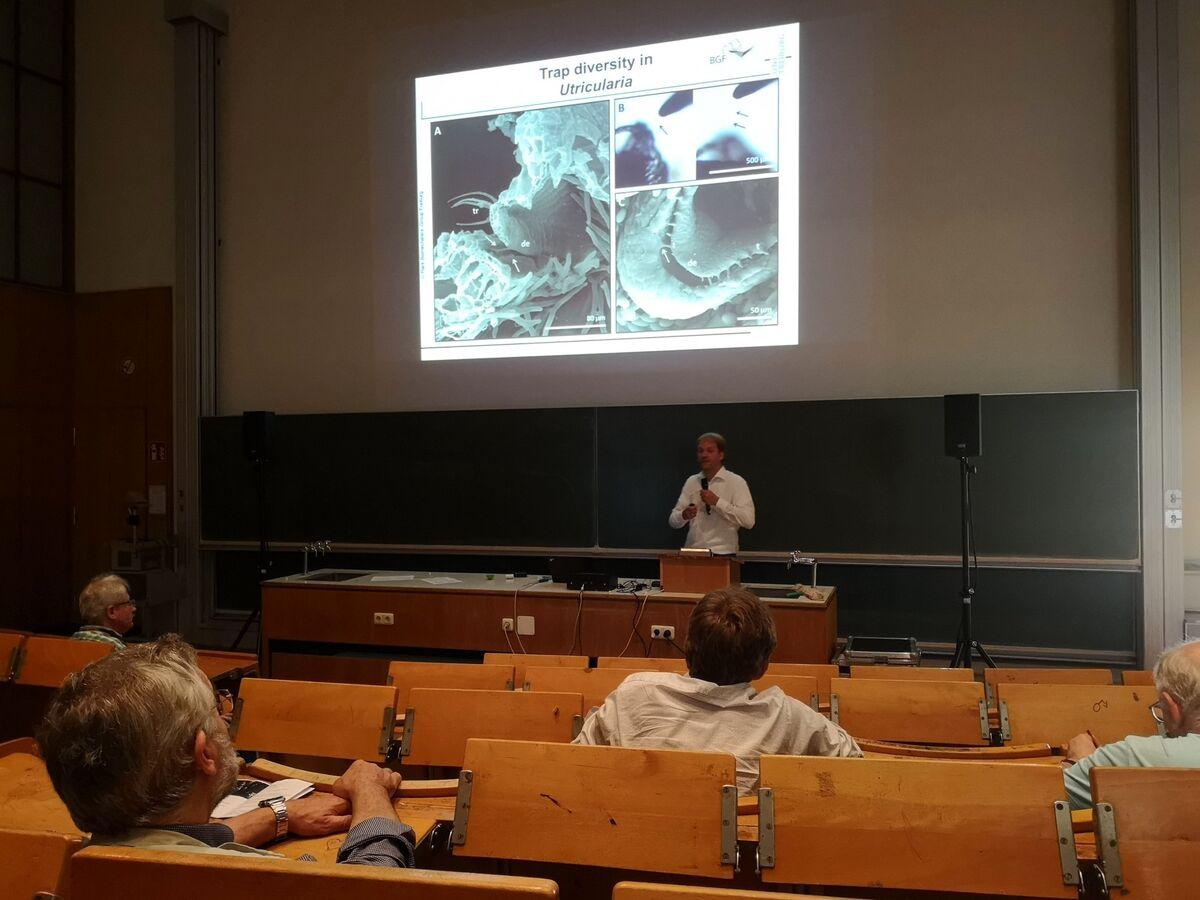 EEE-2018-Bonn_300618_Ultrafast-traps-lecture_Simon-Poppinga.jpg